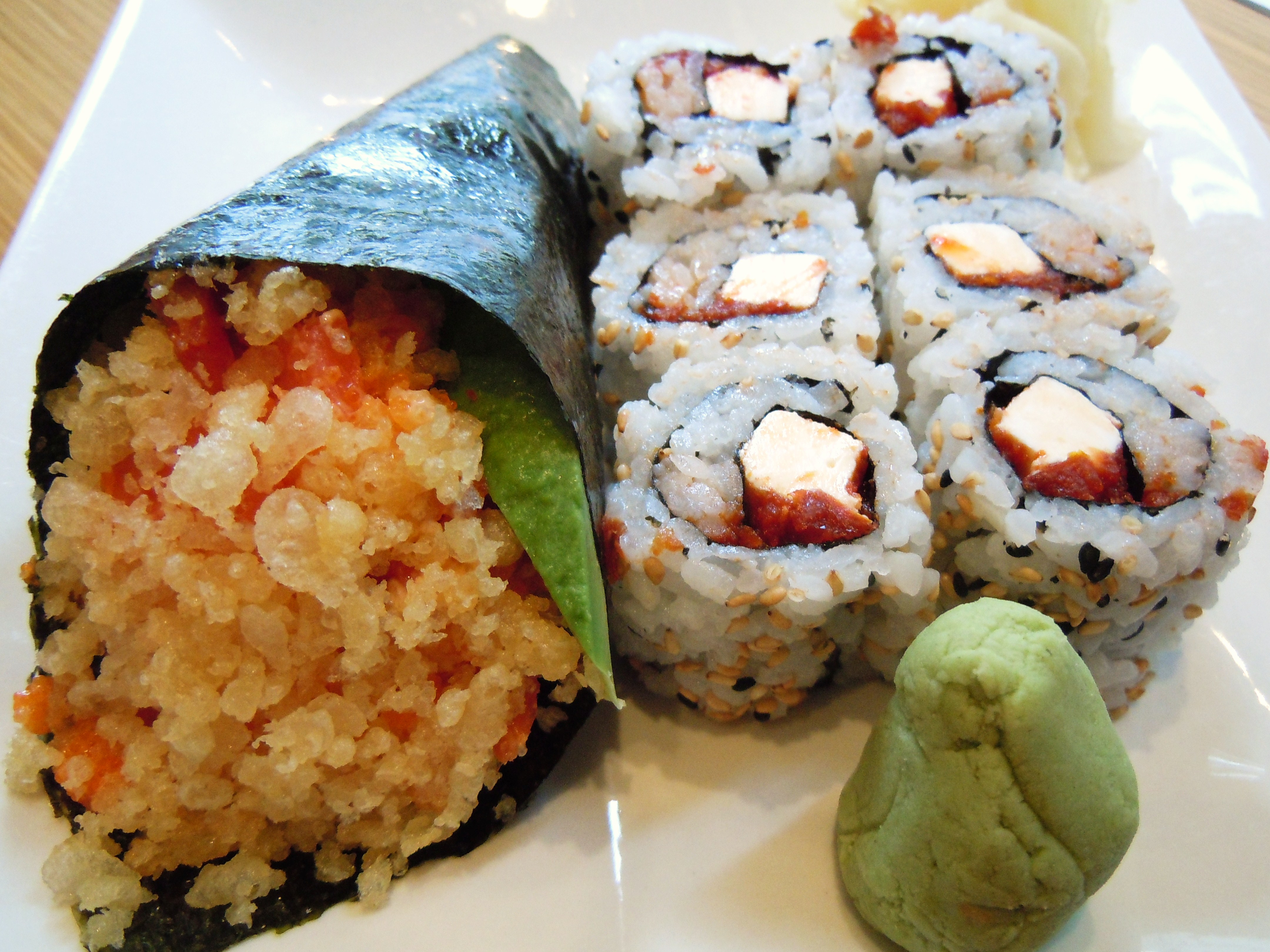 difference between sushi and roll