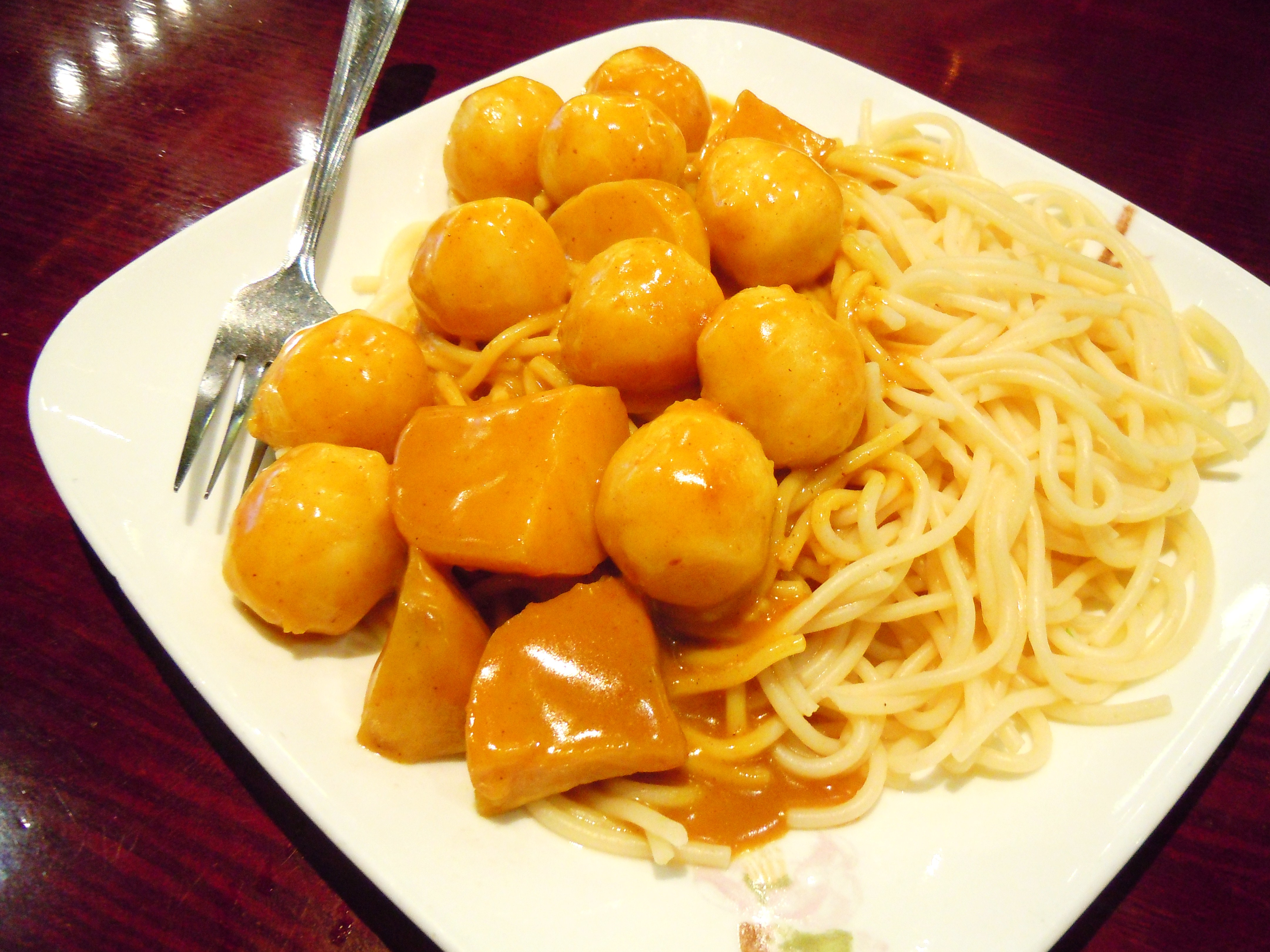 Curry fish balls ate by ate for Chinese fish balls