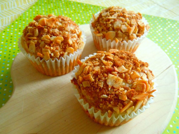 banana almond muffins with brown sugar topping