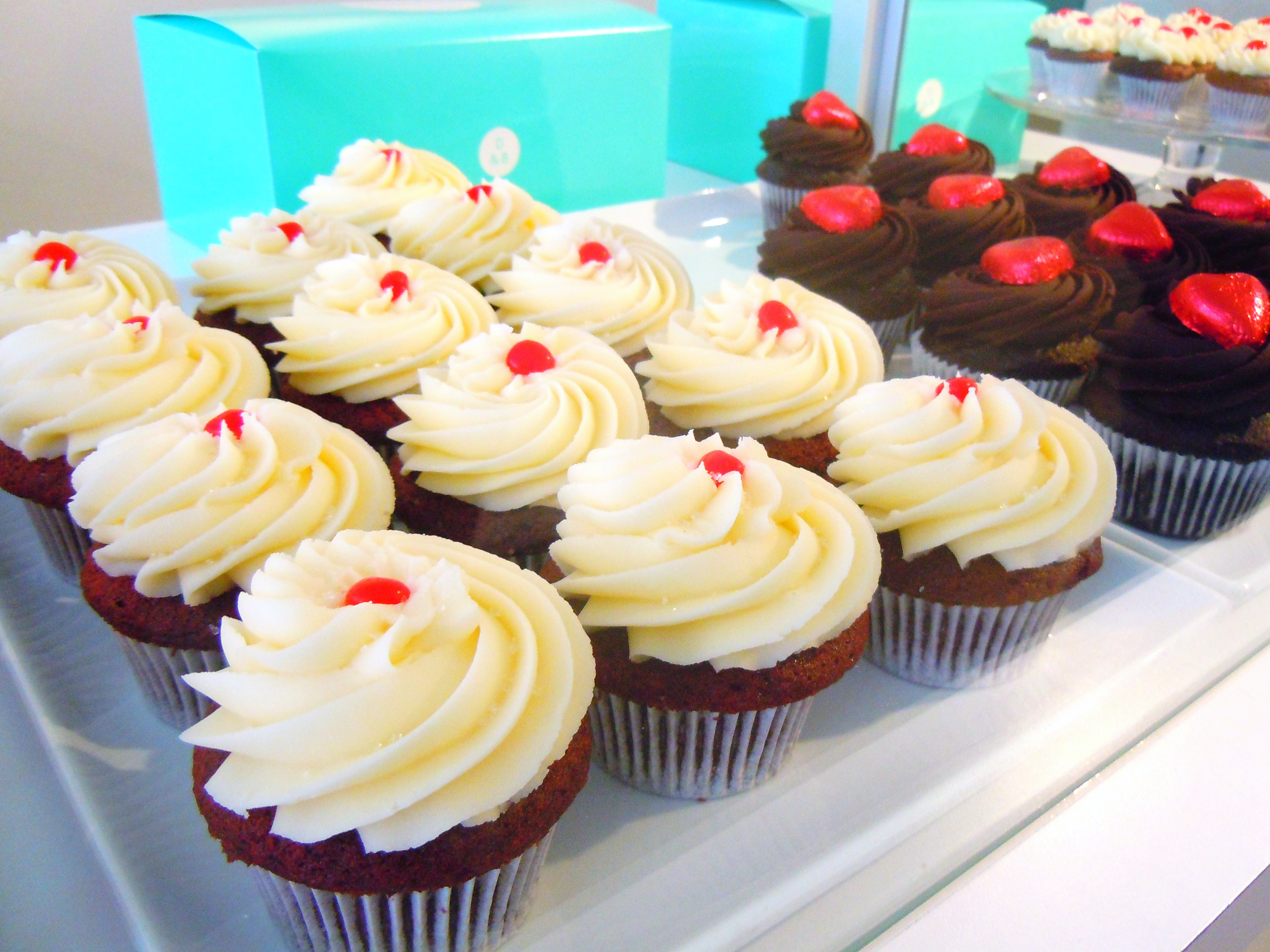 Hearts, Sprinkles & the Kiss Me and Sugar Lips Cupcakes ...